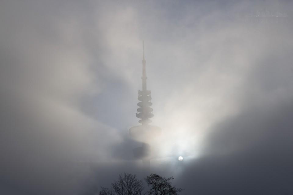Fernsehturm im Dunst