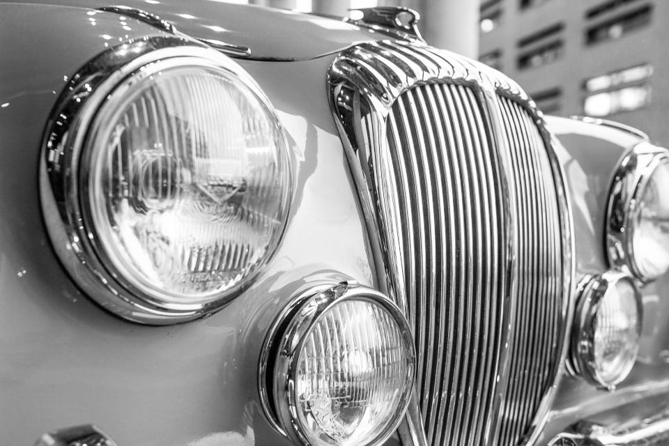 Daimler V250 - Kühlergrill