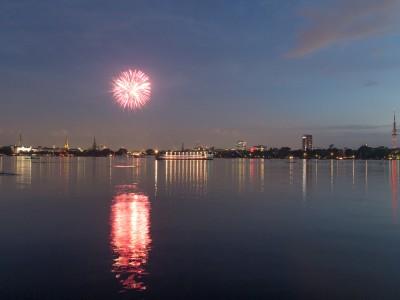 Feuerwerk Aussenalster – Bild 1